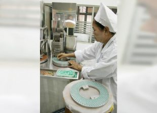 myan-pharma-worker