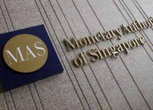 2017-10-13t024903z_433294265_rc1c8a750c00_rtrmadp_3_singapore-economy-cenbank_0