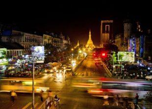 yangon-traffic-economy-myanmar-bloomerg-696x464